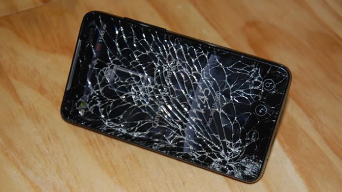 Motorola G4 com tela quebrada